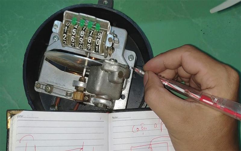 Cách chỉnh đồng hồ điện chạy chậm hơn