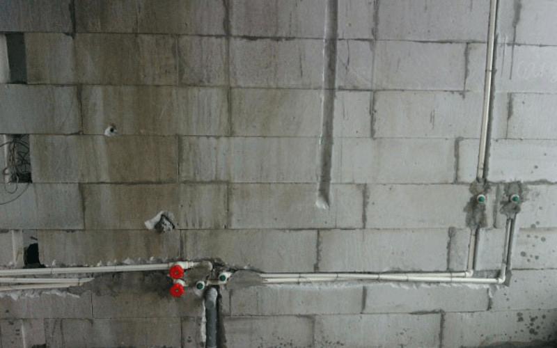 rạch lỗ âm tường
